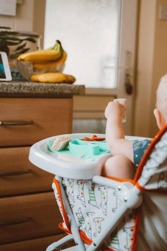 Samodzielne jedzenie -  kolejny etap rozwoju motorycznego dziecka